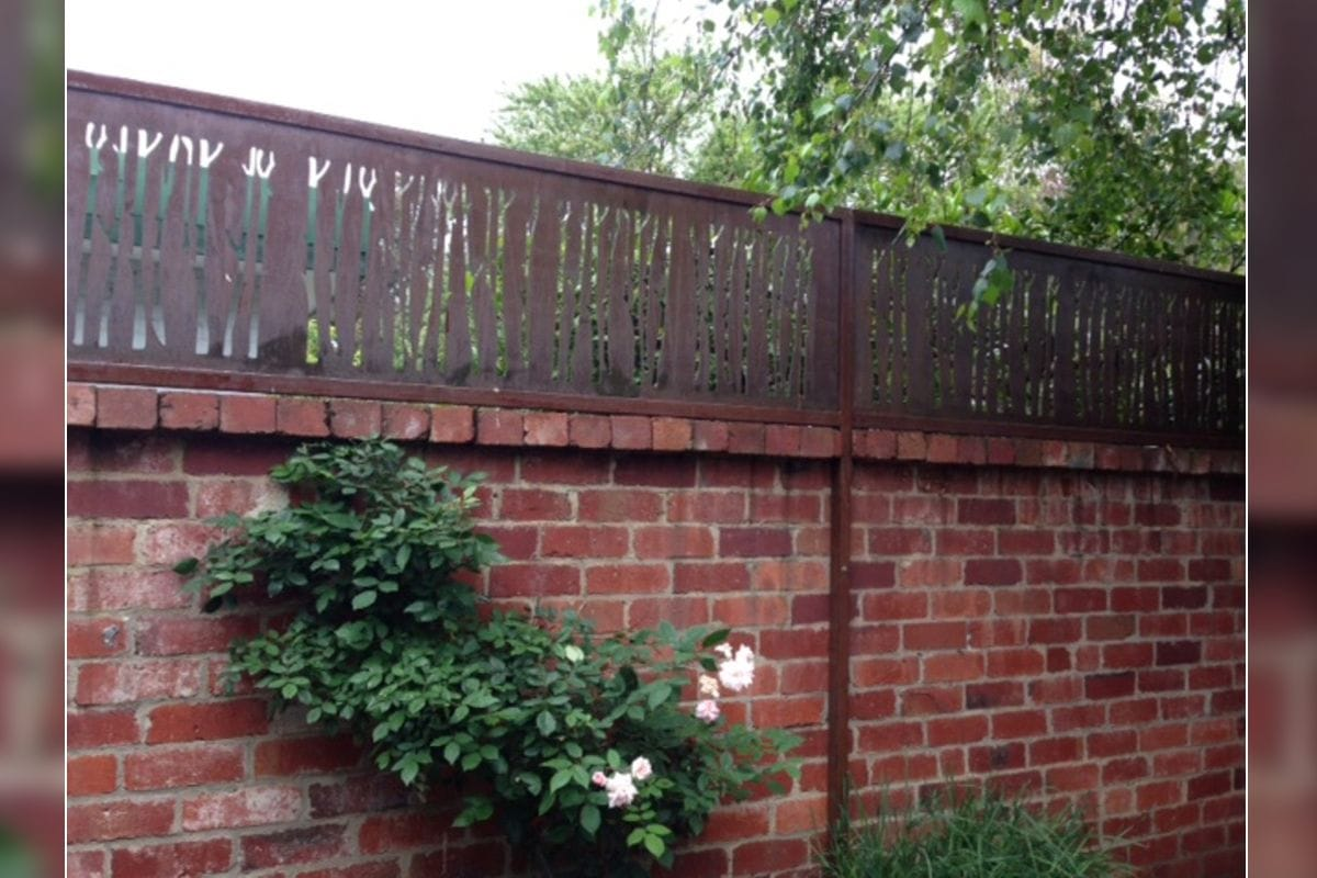 Gallery fence toppers