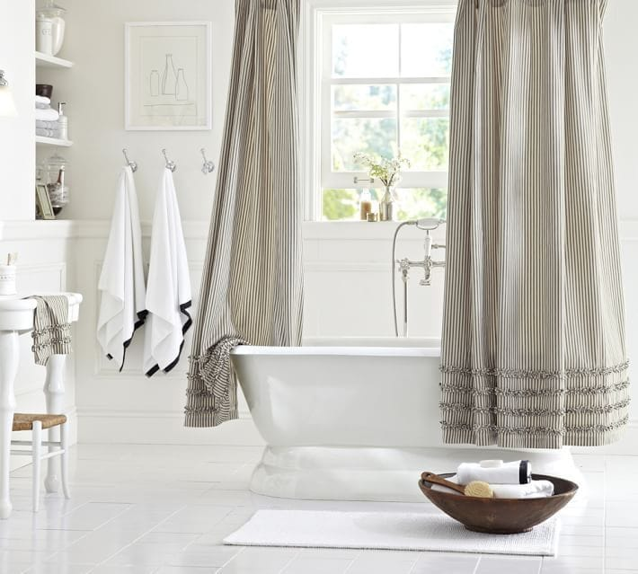 7 Essential Accessories for Your Bathroom