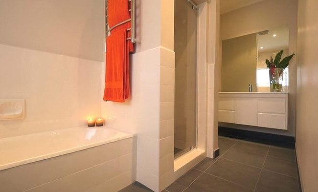 7 Great Reasons to Resurface Your Bathtub