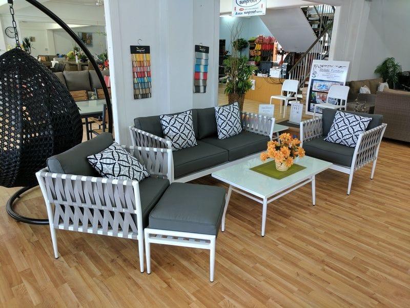 Quartz lounge setting
